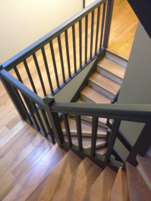 Mise en peinture de la cage d'escalier, des murs ainsi que des marches.